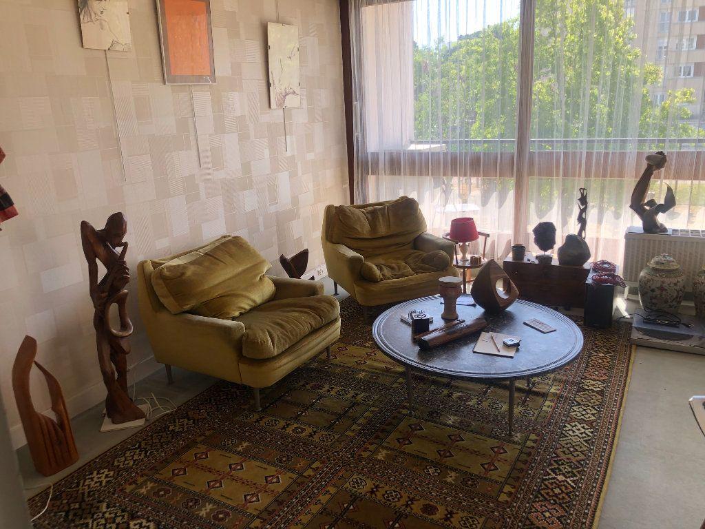 Appartement à vendre 4 90.76m2 à Le Plessis-Robinson vignette-4