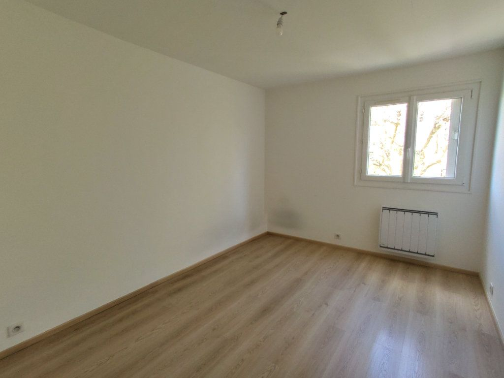 Appartement à vendre 4 76.36m2 à Antony vignette-4