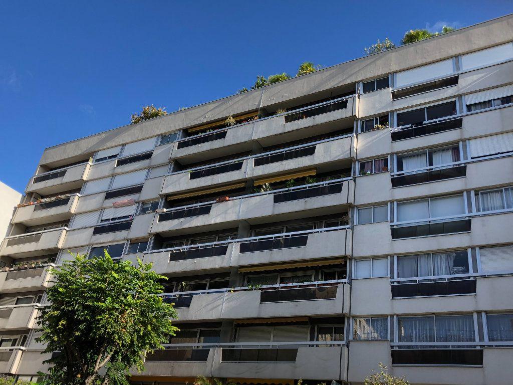 Appartement à vendre 2 59m2 à Paris 15 vignette-1