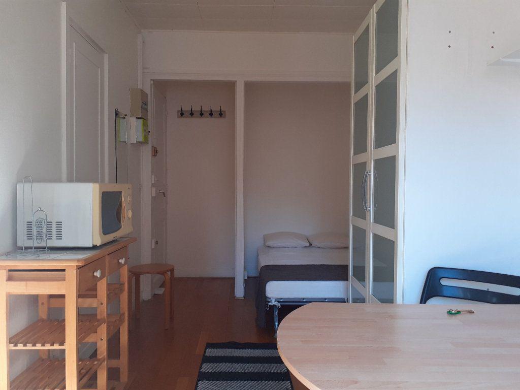 Appartement à louer 1 16.42m2 à Paris 15 vignette-3