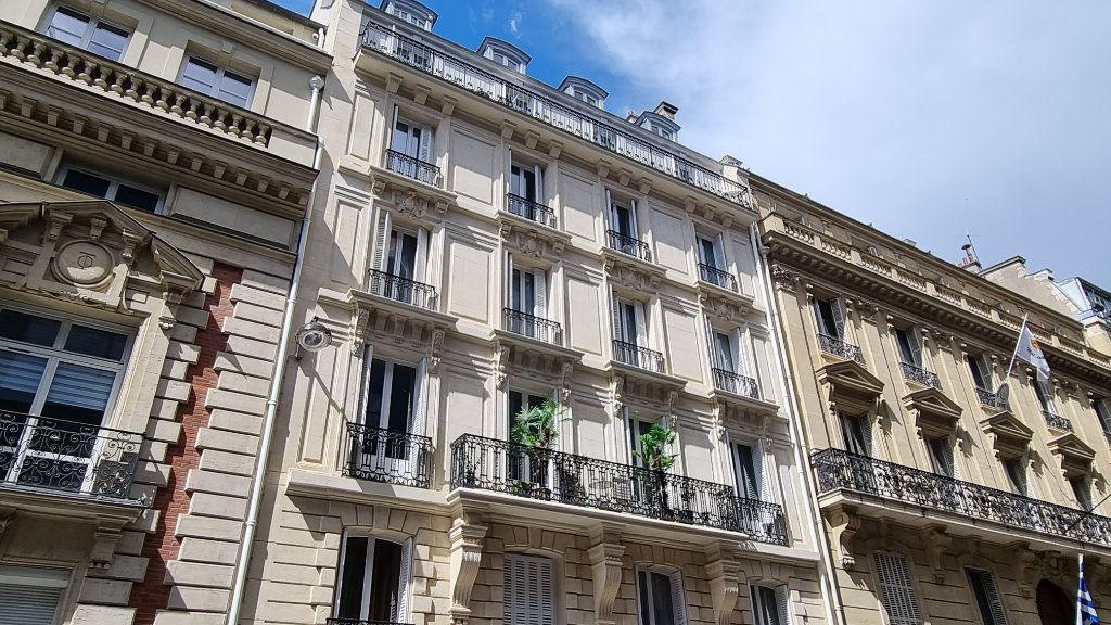 Appartement à vendre 6 145m2 à Paris 16 vignette-1