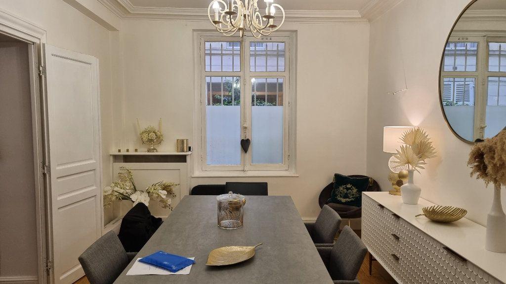 Appartement à vendre 6 145m2 à Paris 16 vignette-3