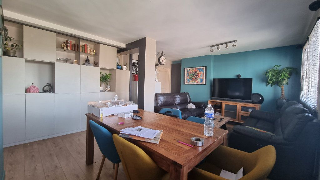 Appartement à vendre 4 82m2 à Issy-les-Moulineaux vignette-3