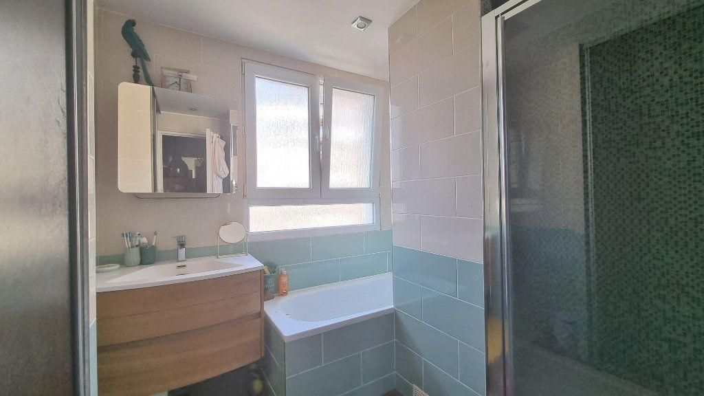 Appartement à vendre 4 82m2 à Issy-les-Moulineaux vignette-9