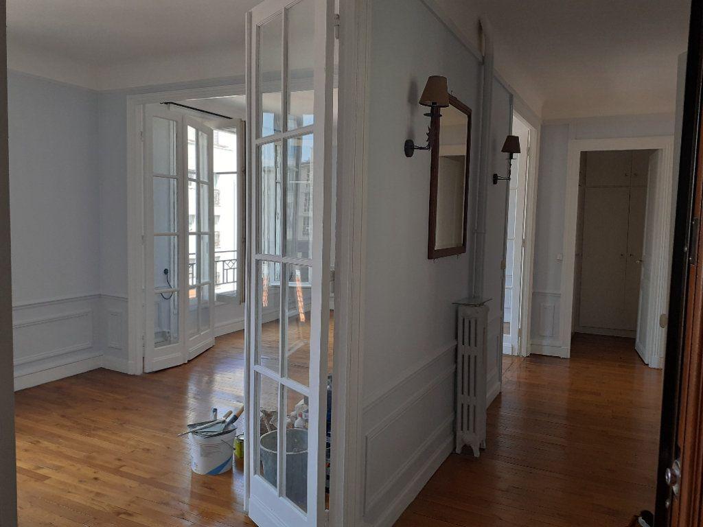 Appartement à louer 3 65.61m2 à Paris 15 vignette-3