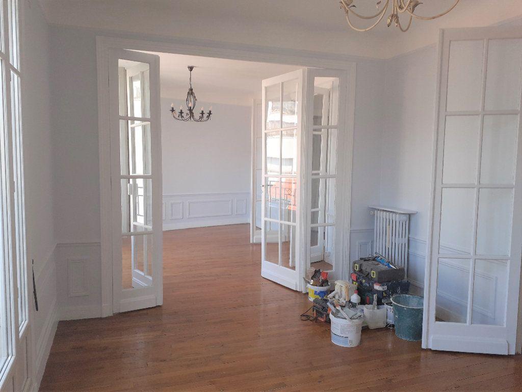 Appartement à louer 3 65.61m2 à Paris 15 vignette-4