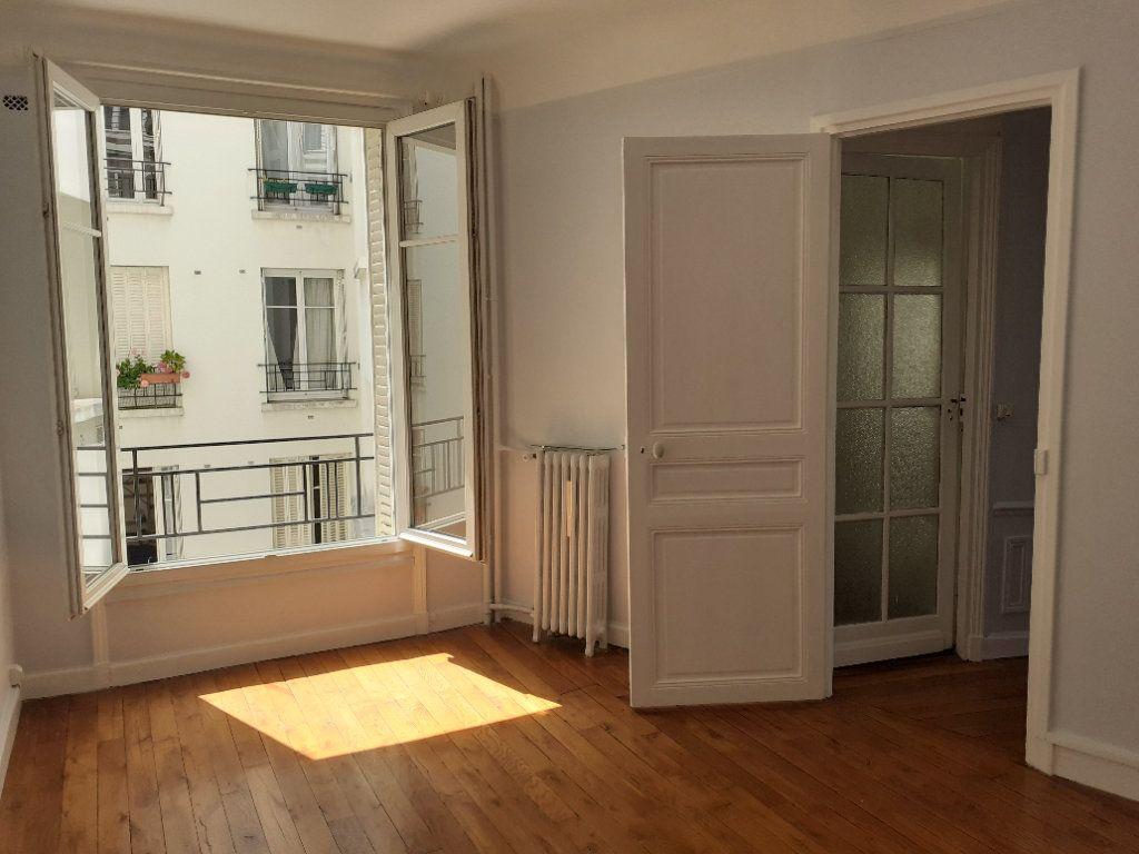 Appartement à louer 3 65.61m2 à Paris 15 vignette-6