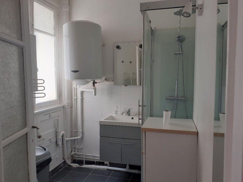 Appartement à louer 3 65.61m2 à Paris 15 vignette-9