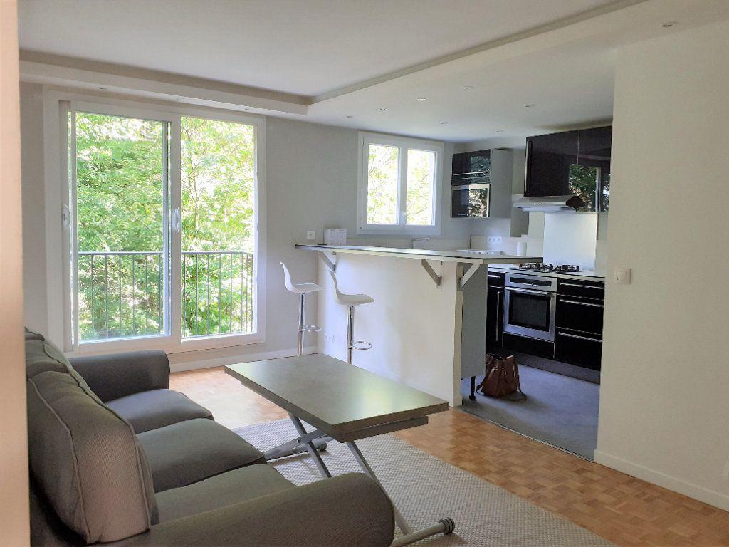 Appartement à louer 3 60m2 à Paris 15 vignette-1