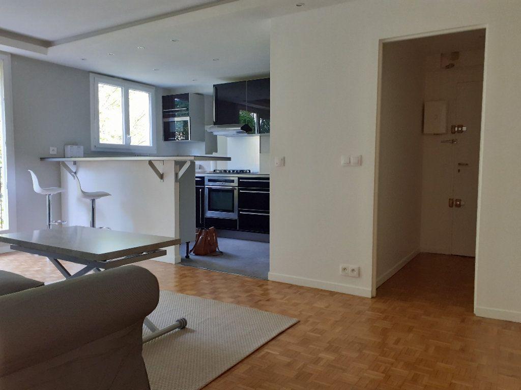 Appartement à louer 3 60m2 à Paris 15 vignette-2