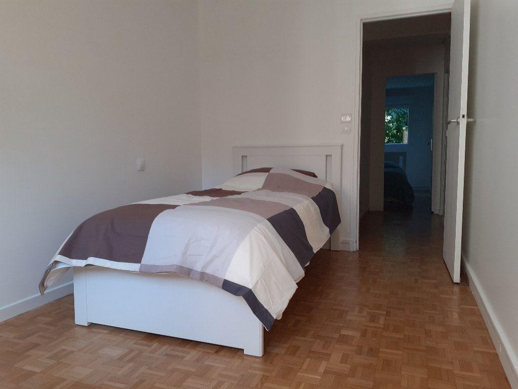 Appartement à louer 3 60m2 à Paris 15 vignette-5