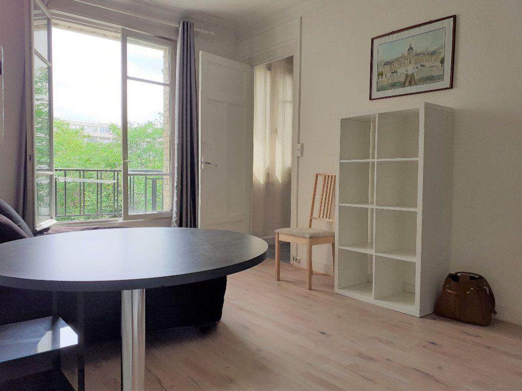 Appartement à louer 1 24.59m2 à Paris 15 vignette-1