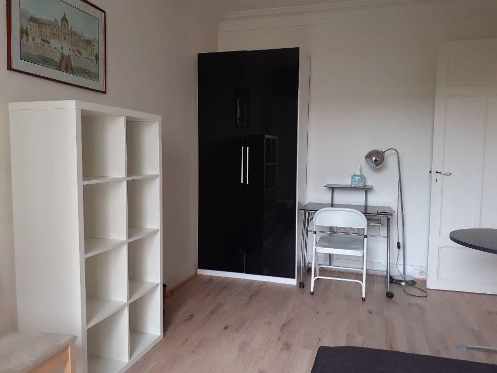 Appartement à louer 1 24.59m2 à Paris 15 vignette-3