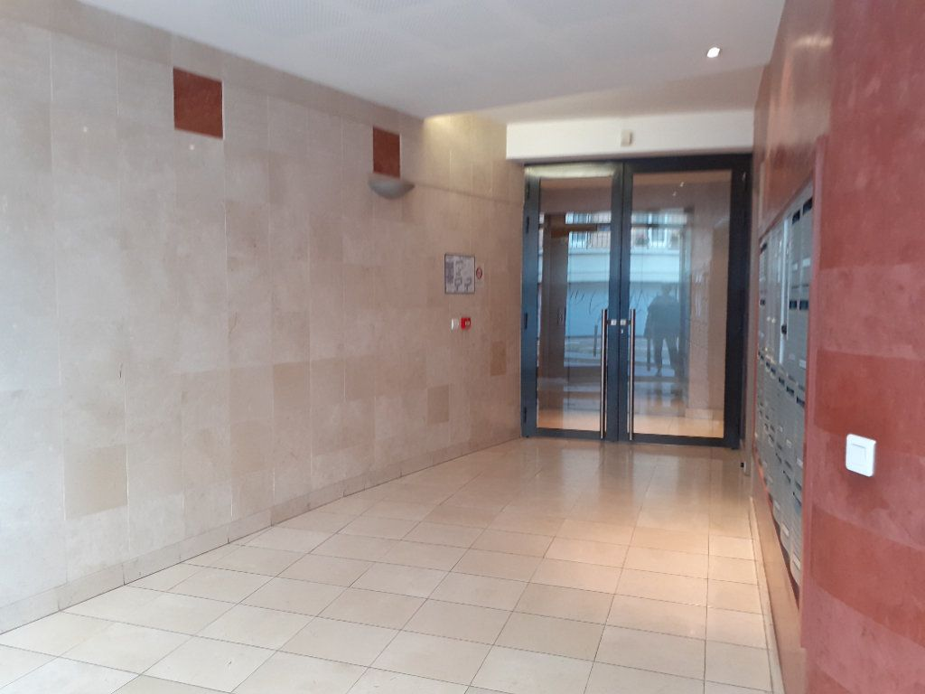 Appartement à louer 2 51.72m2 à Paris 15 vignette-9