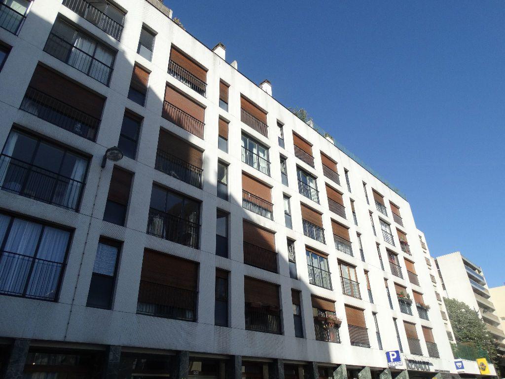 Appartement à louer 3 64m2 à Paris 15 vignette-1