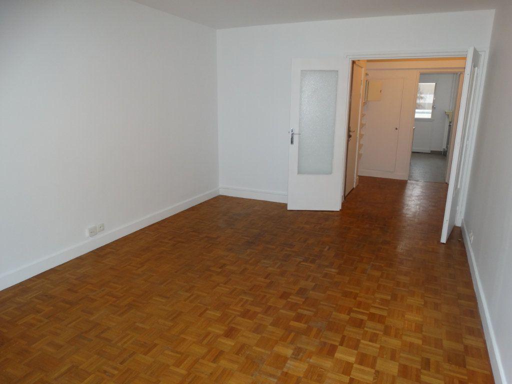 Appartement à louer 3 64m2 à Paris 15 vignette-5