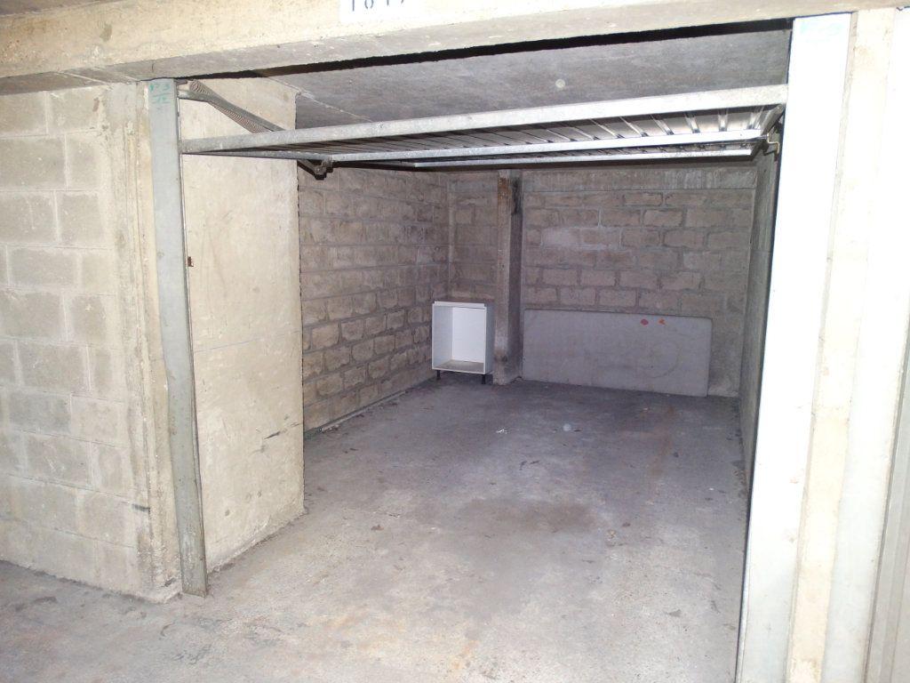 Appartement à louer 3 70m2 à Paris 15 vignette-7