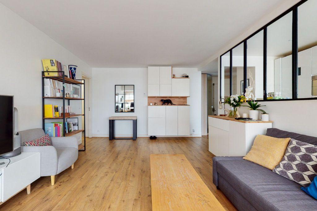 Appartement à vendre 3 71m2 à Paris 15 vignette-1