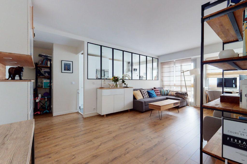 Appartement à vendre 3 71m2 à Paris 15 vignette-2
