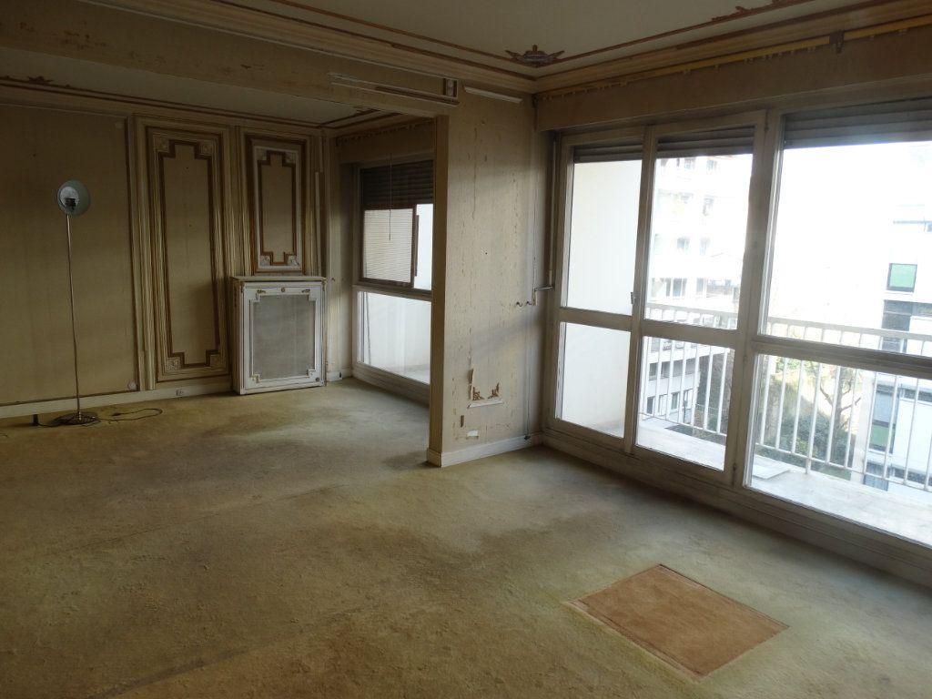 Appartement à vendre 3 74.48m2 à Paris 20 vignette-3
