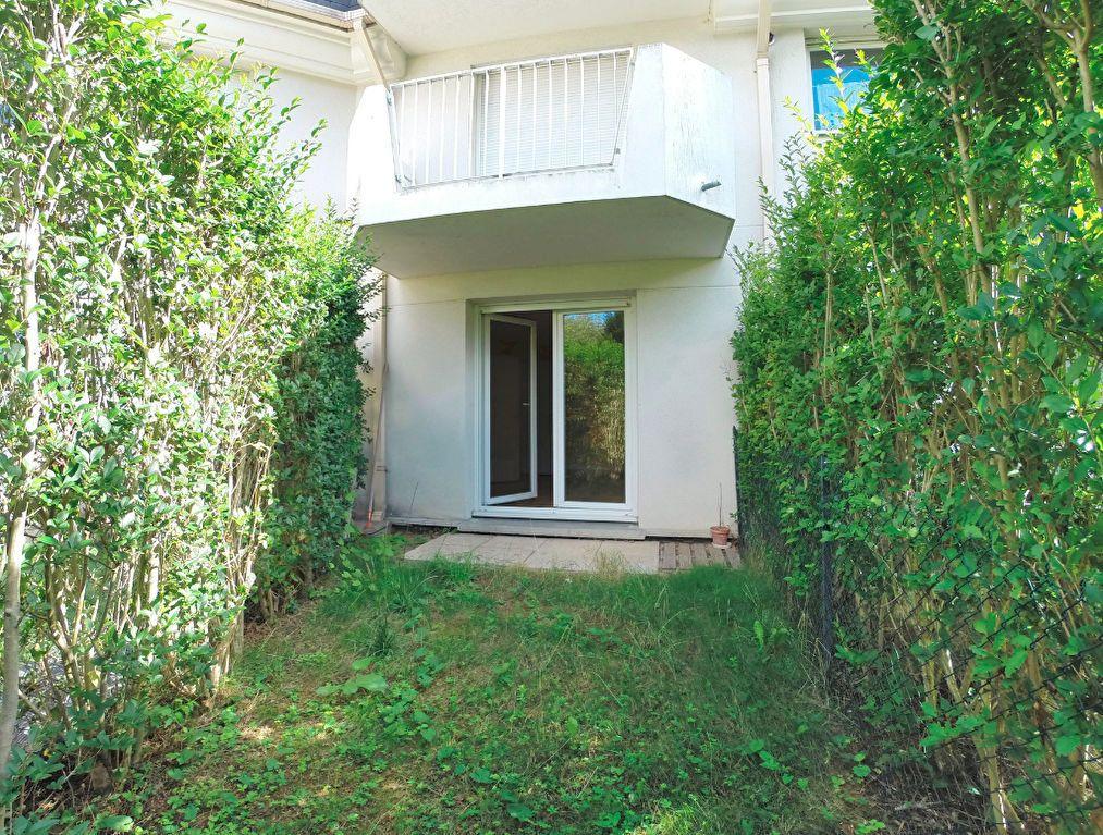 Appartement à louer 1 28.76m2 à Noiseau vignette-1