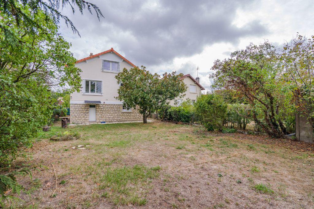 Maison à vendre 6 135m2 à Sucy-en-Brie vignette-1