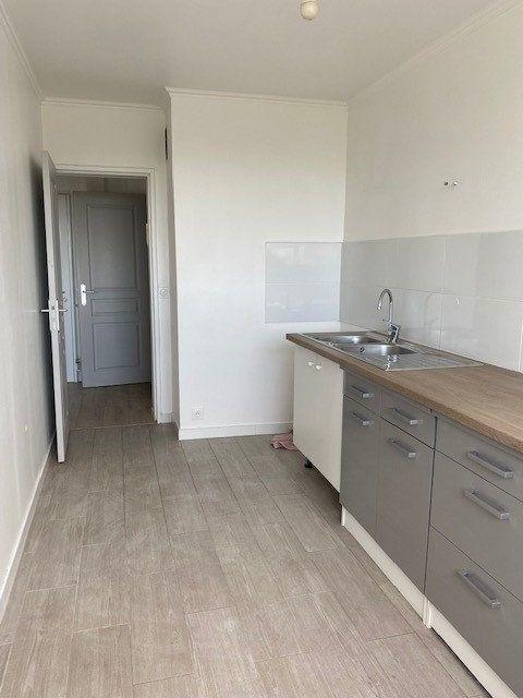 Appartement à louer 3 68.82m2 à Sucy-en-Brie vignette-2