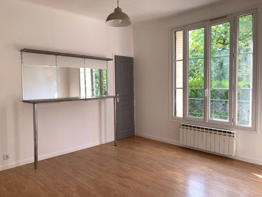 Appartement à louer 2 35m2 à Le Perreux-sur-Marne vignette-3