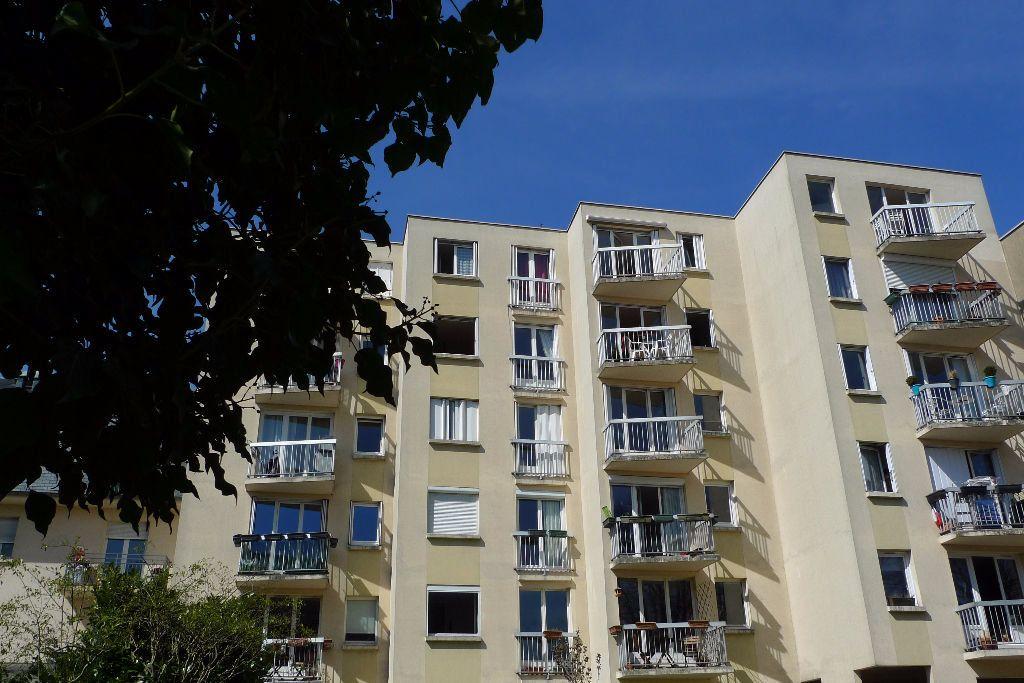 Appartement à louer 2 52.47m2 à Nogent-sur-Marne vignette-1