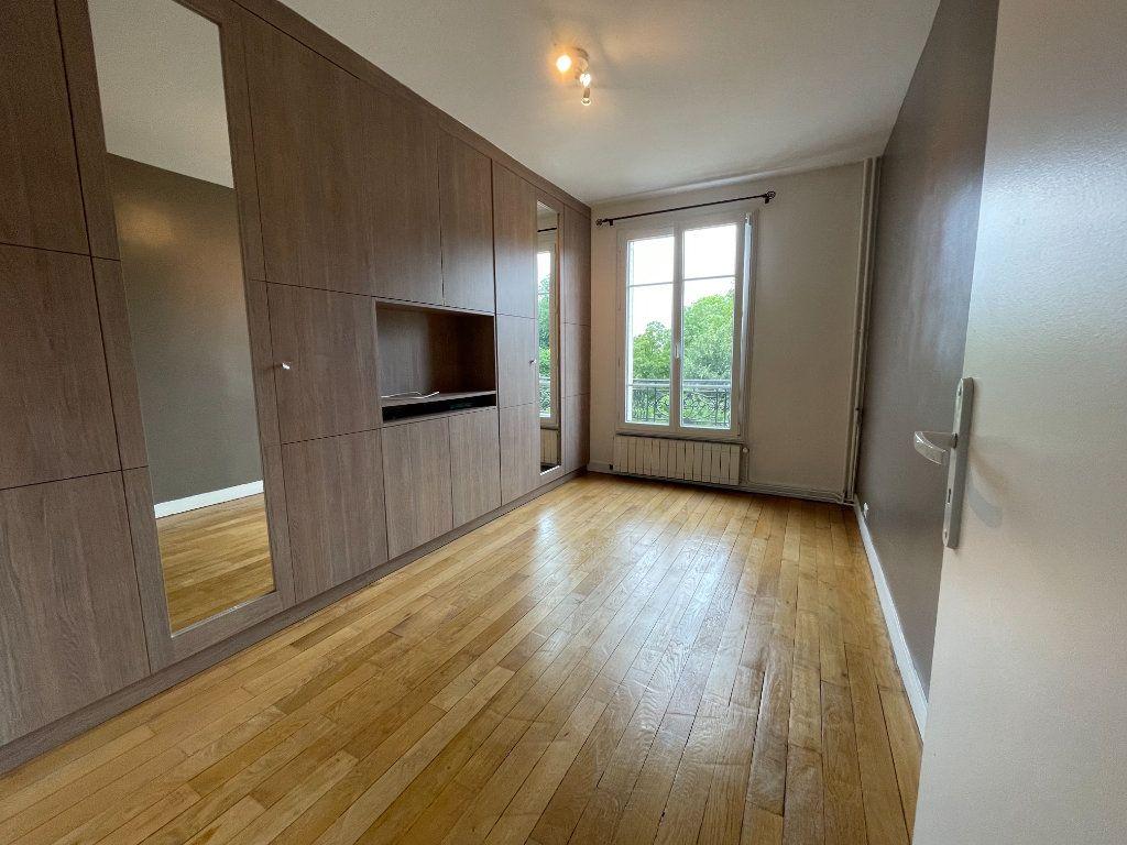 Appartement à louer 3 61.69m2 à Nogent-sur-Marne vignette-4