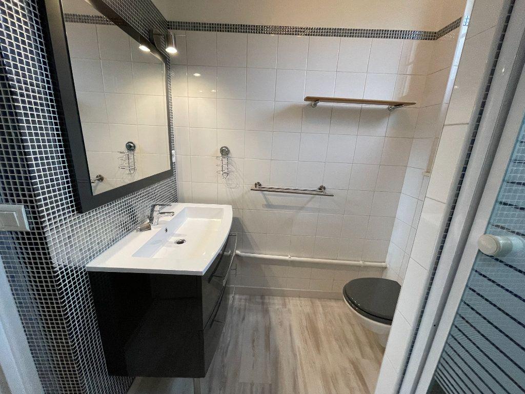 Appartement à louer 3 61.69m2 à Nogent-sur-Marne vignette-5