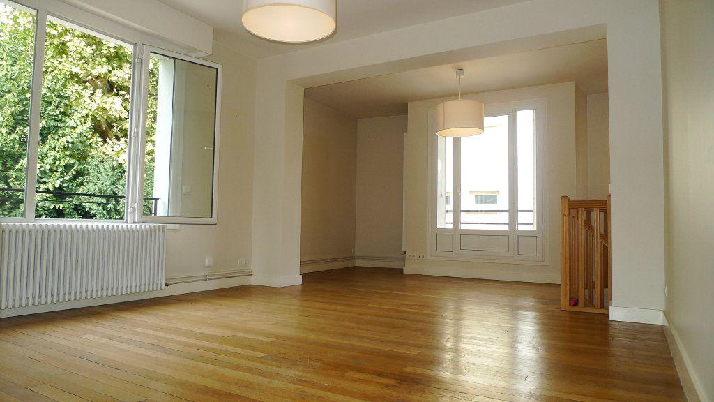 Appartement à louer 5 117.09m2 à Nogent-sur-Marne vignette-2