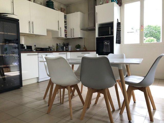Appartement à louer 5 117.09m2 à Nogent-sur-Marne vignette-3