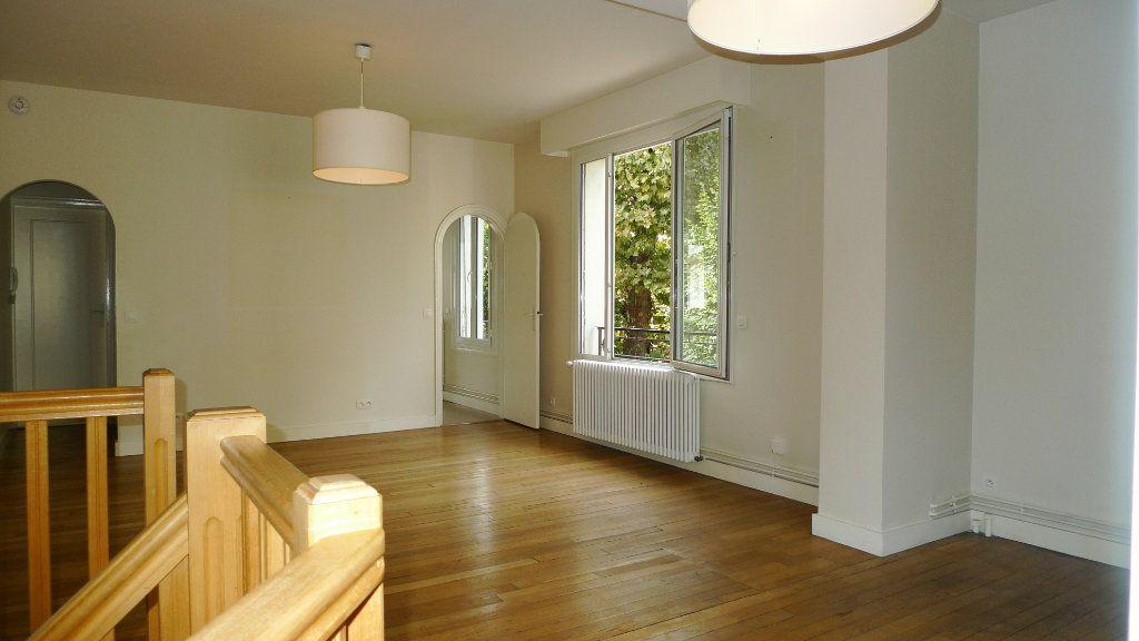 Appartement à louer 5 117.09m2 à Nogent-sur-Marne vignette-5