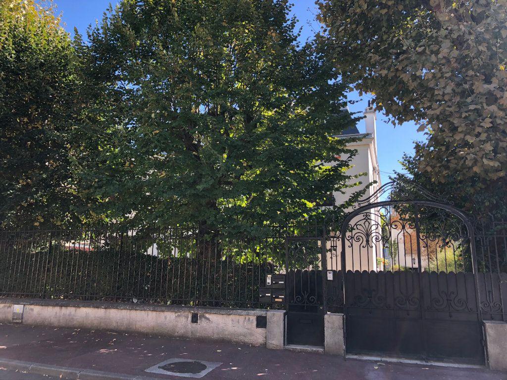 Appartement à louer 5 117.09m2 à Nogent-sur-Marne vignette-8