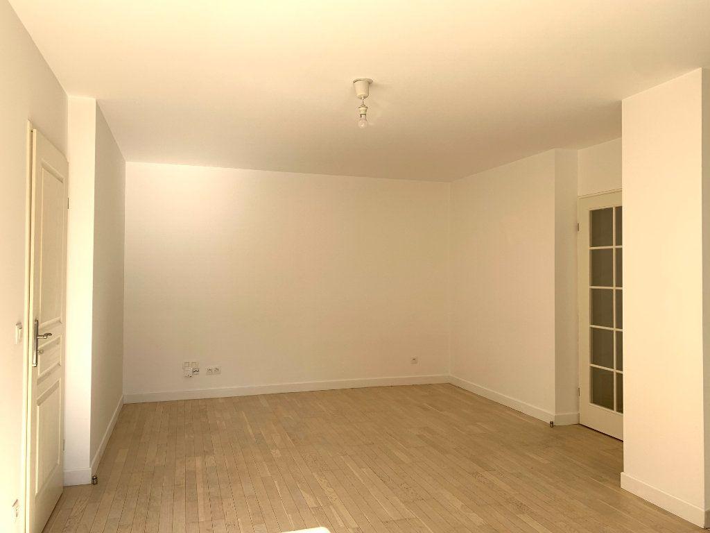 Appartement à louer 2 47.48m2 à Nogent-sur-Marne vignette-3