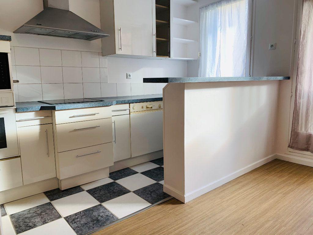 Appartement à louer 3 71.24m2 à Nogent-sur-Marne vignette-2