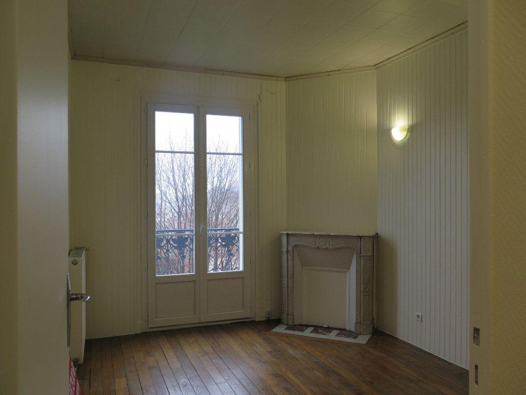 Appartement à louer 3 48.83m2 à Nogent-sur-Marne vignette-5