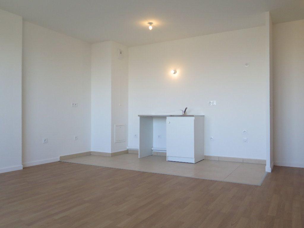 Appartement à louer 3 58.02m2 à Champigny-sur-Marne vignette-3