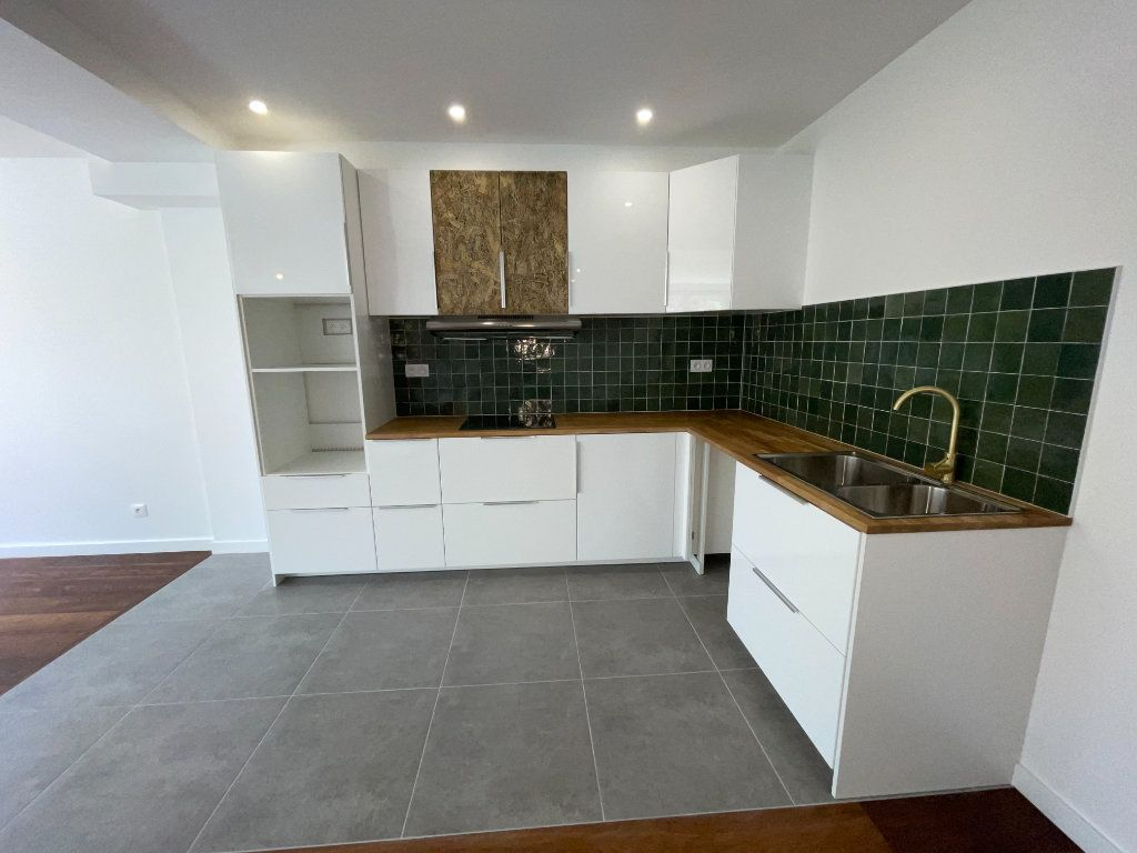 Appartement à louer 6 110.94m2 à Créteil vignette-2