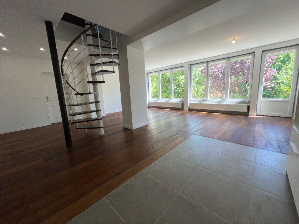 Appartement à louer 6 110.94m2 à Créteil vignette-3