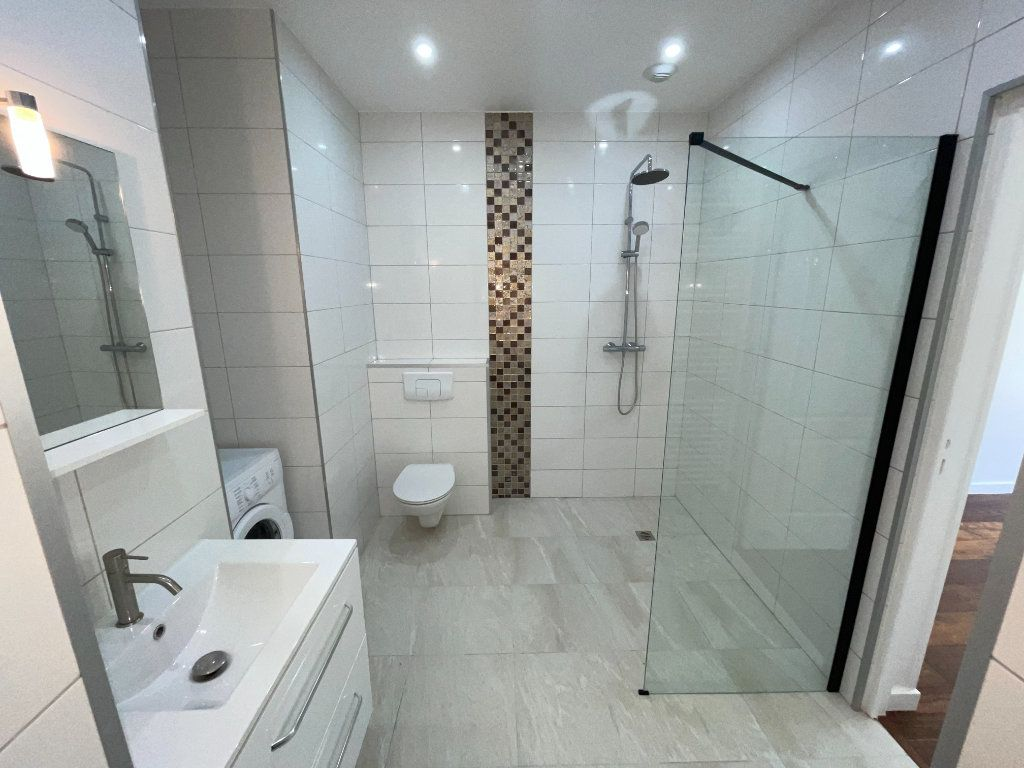 Appartement à louer 6 110.94m2 à Créteil vignette-4