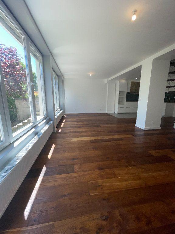 Appartement à louer 6 110.94m2 à Créteil vignette-6