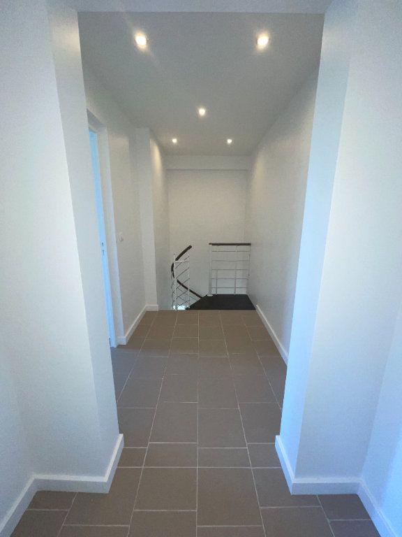 Appartement à louer 6 110.94m2 à Créteil vignette-7