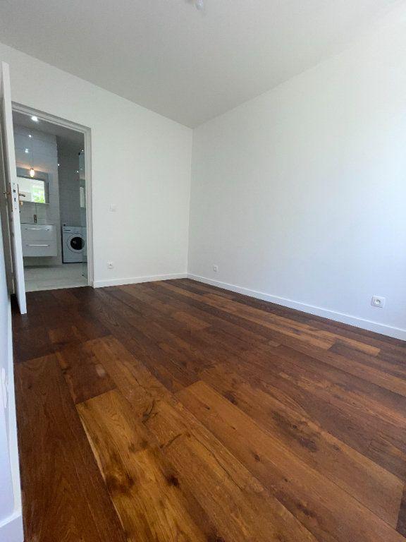 Appartement à louer 6 110.94m2 à Créteil vignette-8