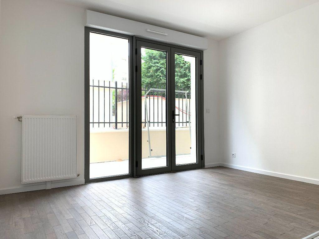 Appartement à louer 1 23m2 à Nogent-sur-Marne vignette-2