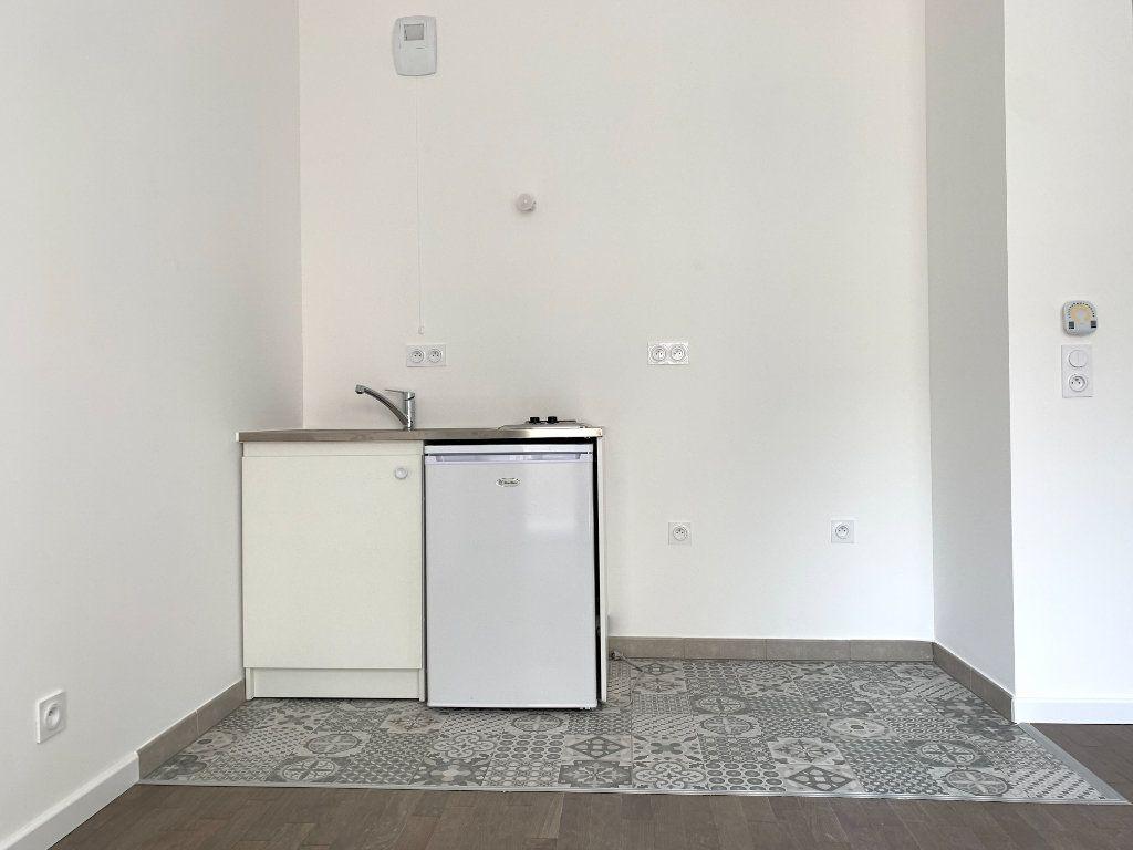 Appartement à louer 1 23m2 à Nogent-sur-Marne vignette-3