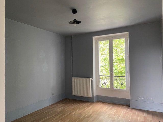 Appartement à louer 3 51.46m2 à Créteil vignette-2