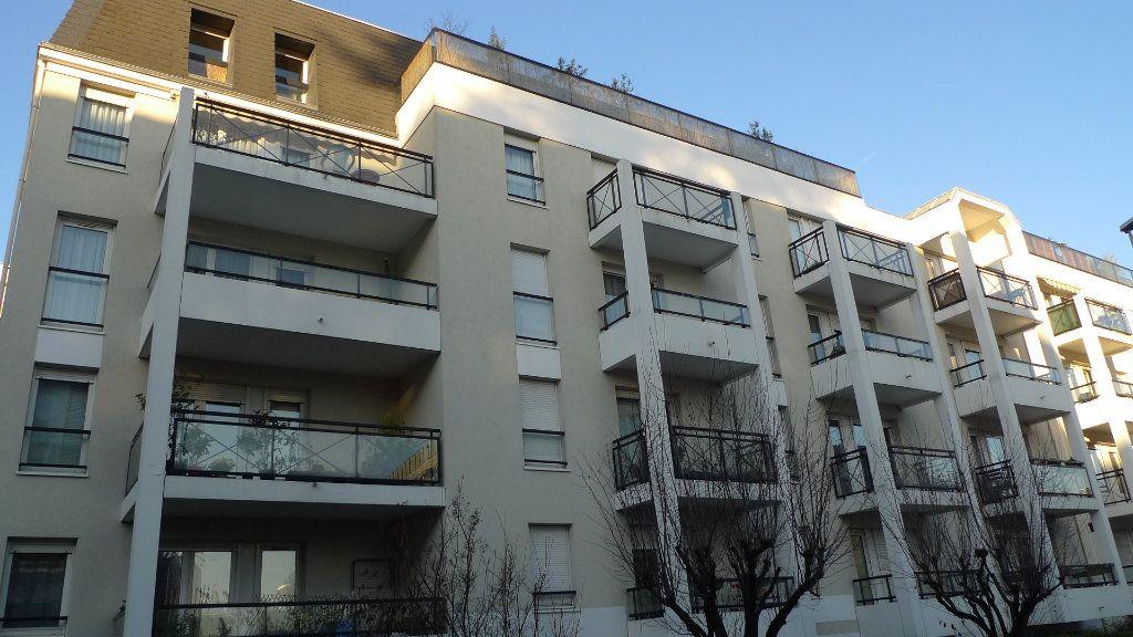 Appartement à louer 2 49.11m2 à Nogent-sur-Marne vignette-1