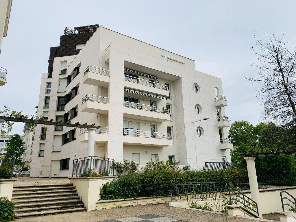 Appartement à louer 3 73.87m2 à Neuilly-Plaisance vignette-1